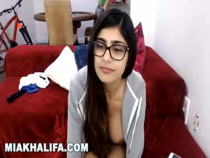 Mia Khalifa – Marvelous Arab Pornographic Star Solo Onanism On Crimson Bed